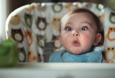 赤ちゃんがうんちをする瞬間の表情を集めたイギリスのパンパースのCMが話題に!